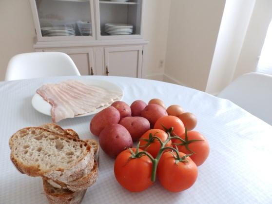 bacon, tomatoes, bread, eggs, potatoes