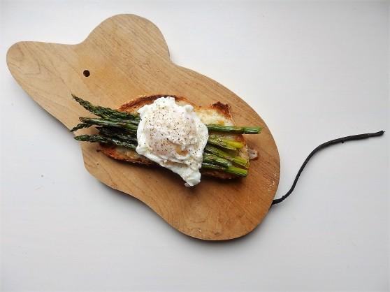 serve on a mouse-shaped cutting board